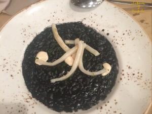 Risotto de Arroz negro con riras de Calamar